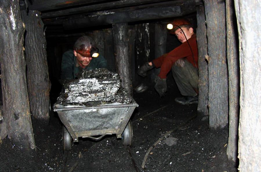 На таких нелегальных шахтах