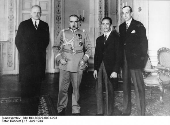 Пакт Пилсудского Гитлера.jpg