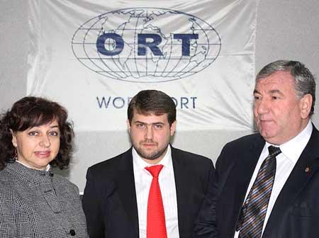 Давид Бениш (в центре).jpg