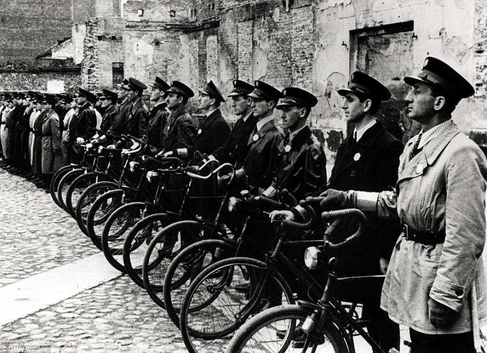 Еврейская полиция Варшавского гетто.jpg