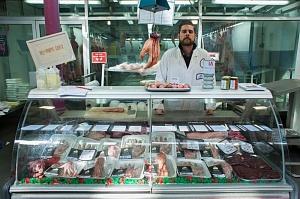 «Глобальные идеологи» морально готовят людей к каннибализму: павильон человеческого мяса В Лондоне height=199