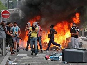 Франция взорвалась: манифестанты жгут израильские флаги. Когда взорвутся Украина и Россия?